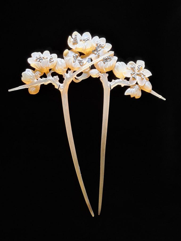 "Peigne ""Fleurs de prunellier"" de Lucien Gaillard"